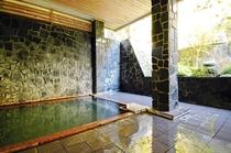 【温泉 】美容力が高いと言 われる3つの泉質。湯上肌がサラッとする感触