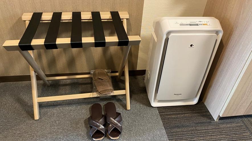 【客室】荷物台・加湿機能付き空気清浄機(禁煙室)