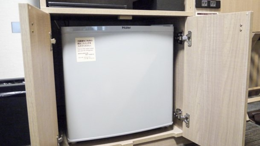 【客室】冷蔵庫(カラの冷蔵庫です)