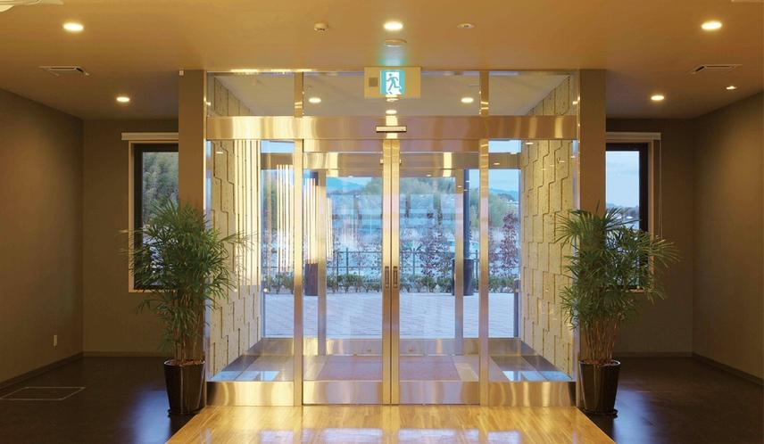 【館内設備】ホテル正面入口