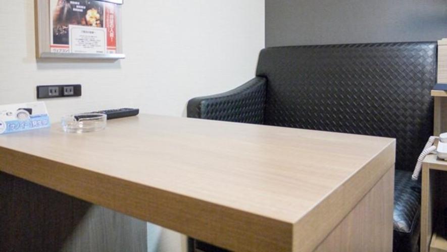 【客室】テーブル