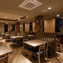レストラン『和み』では可動式のテーブルを設置。人数に合わせて組み合わせが出来ます。