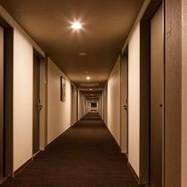 1フロアに40室近い客室をご用意。お仲間同士でご宿泊ではお部屋同士を近くでご用意も可能です。