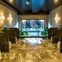 女性大浴場はカランを6機に加え、シャワーブースも御座います。