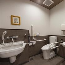 1階にはバリアフリートイレをご用意。おむつ台も御座いますので色々な用途でご利用出来ます。