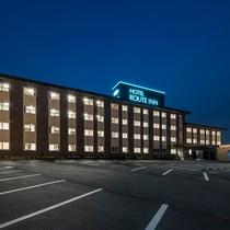196台駐車可能の広大な敷地です。夜中のご到着もご安心ください。