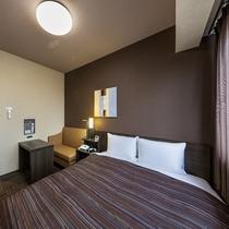 セミダブルルームはベッドサイズ130×200(cm)のコンパクトサイズ