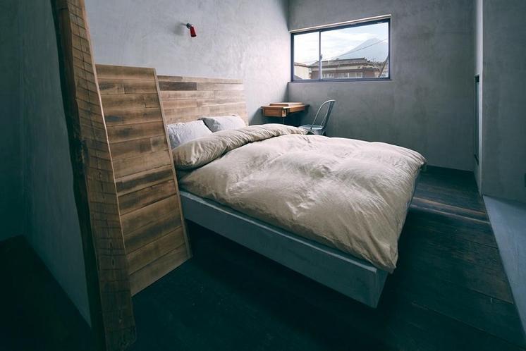 クイーンサイズベッドルーム