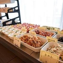 *【朝食一例】自慢の朝食ブッフェ。ウッドデッキテラスで様々な三島フレンチをお届け致します!