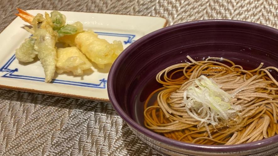 【ご当地メニュー】揚げたて天ぷらと蕎麦