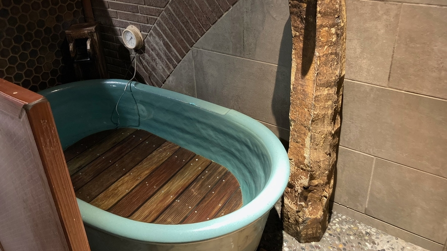 【男性】水風呂(水温:16~18℃)