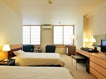 【洋室ツイン】(バス・トイレ付)当館でお一部屋のみ、ベッドのお部屋です。