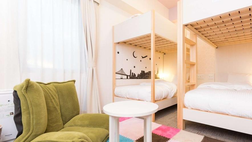 デコレーションされたワクワク2段ベッドのお部屋