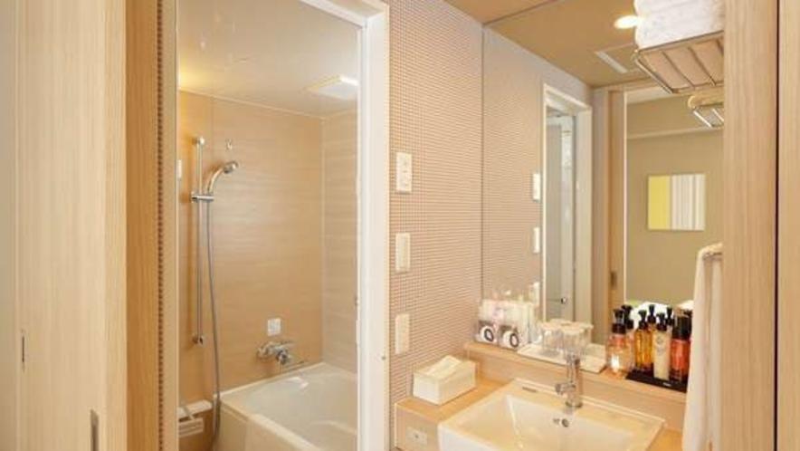 バスルーム、洗面台、トイレはセパレートタイプでグループでも快適♪(ダブル・デラックスツインを除く)