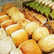 朝食バイキング パン各種