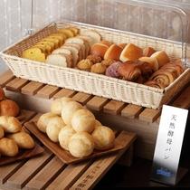 朝食ビュッフェ(パン数種)