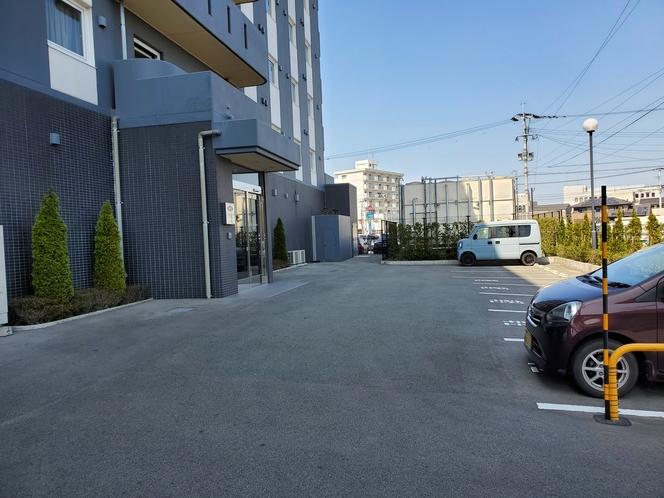 駐車場:裏側駐車場