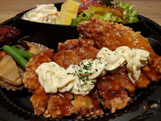 夕食:チキン南蛮弁当