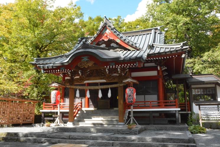 近くのパワースポット・・・諏訪神社