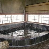【お風呂一例】8帖の広さがある広々としたお風呂。
