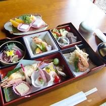 【夕食一例】春の海老づくし ご夕食は嬉しいお部屋食!
