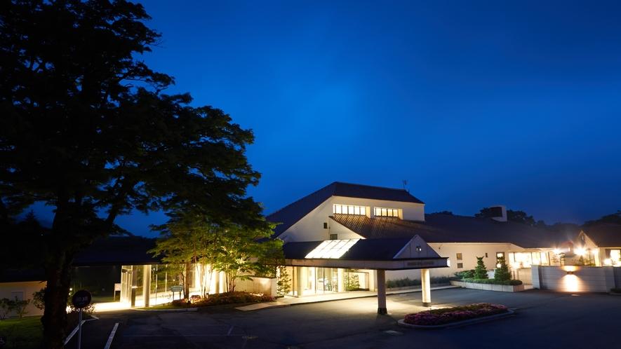 ホテルエントランス(夜景)