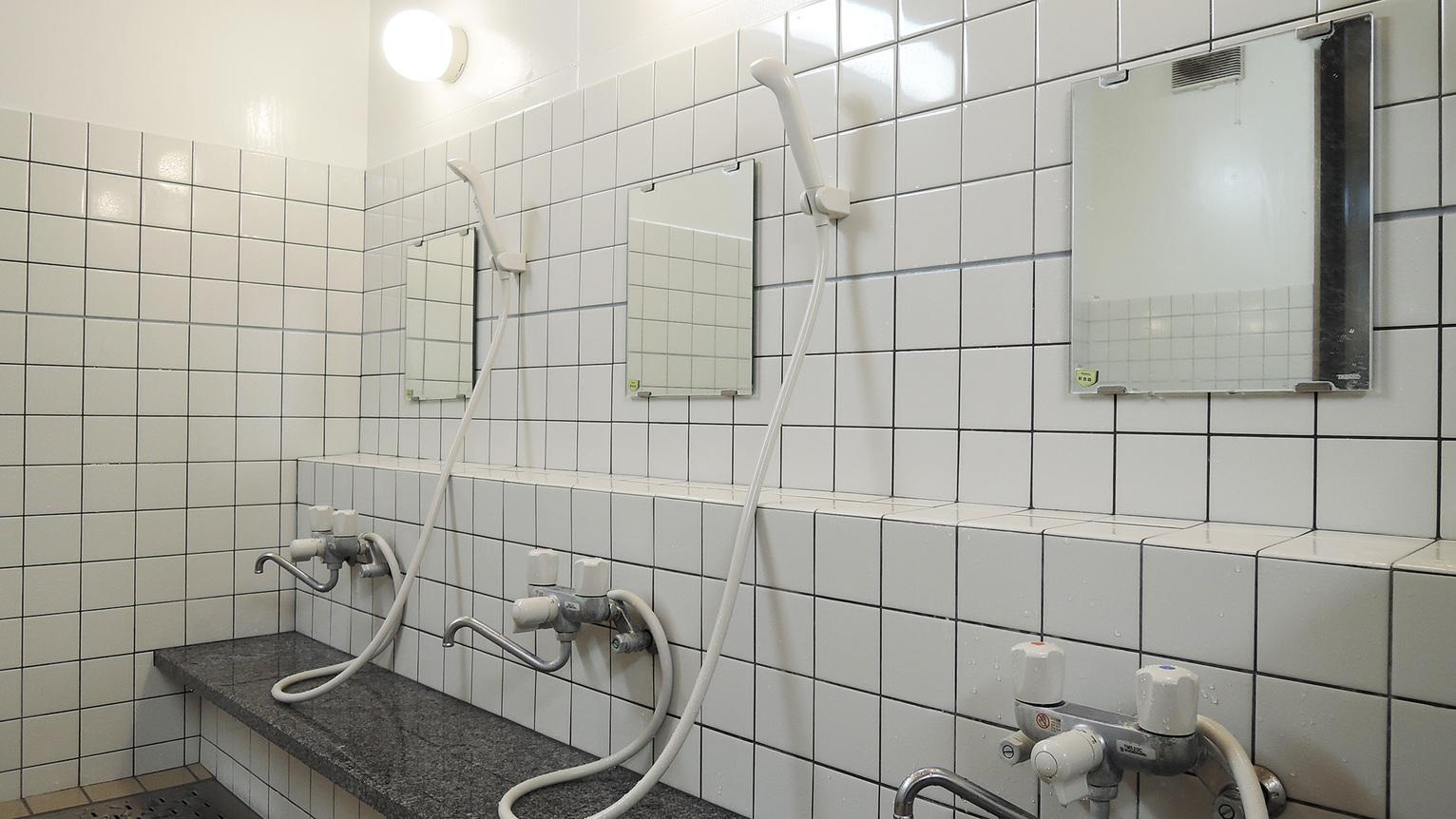 *【浴場(女湯)】洗い場