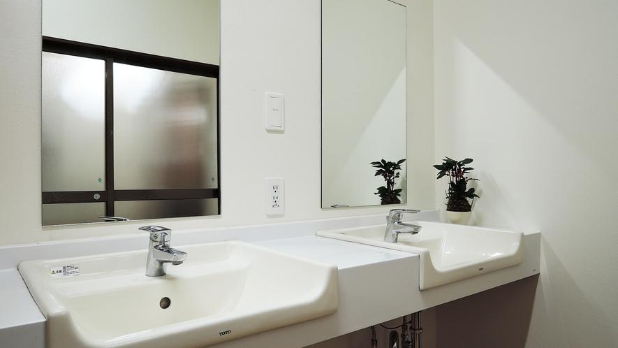 *【浴場(女湯)】脱衣所 の洗面スペース