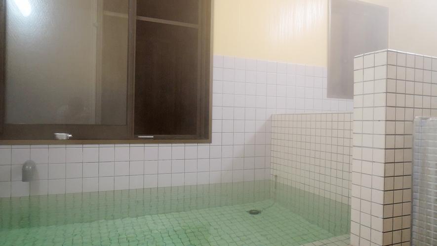 *【浴場(男湯)】高い水素イオン値を持つ豊かな泉質は鹿児島県内でも希少!