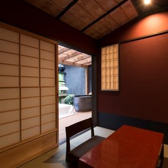 【白梅】京町家の坪庭と小さな露天風呂付きの和洋室 37平米