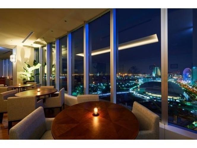 19階レストラン「オリエンタルビーチ」からの夜景。