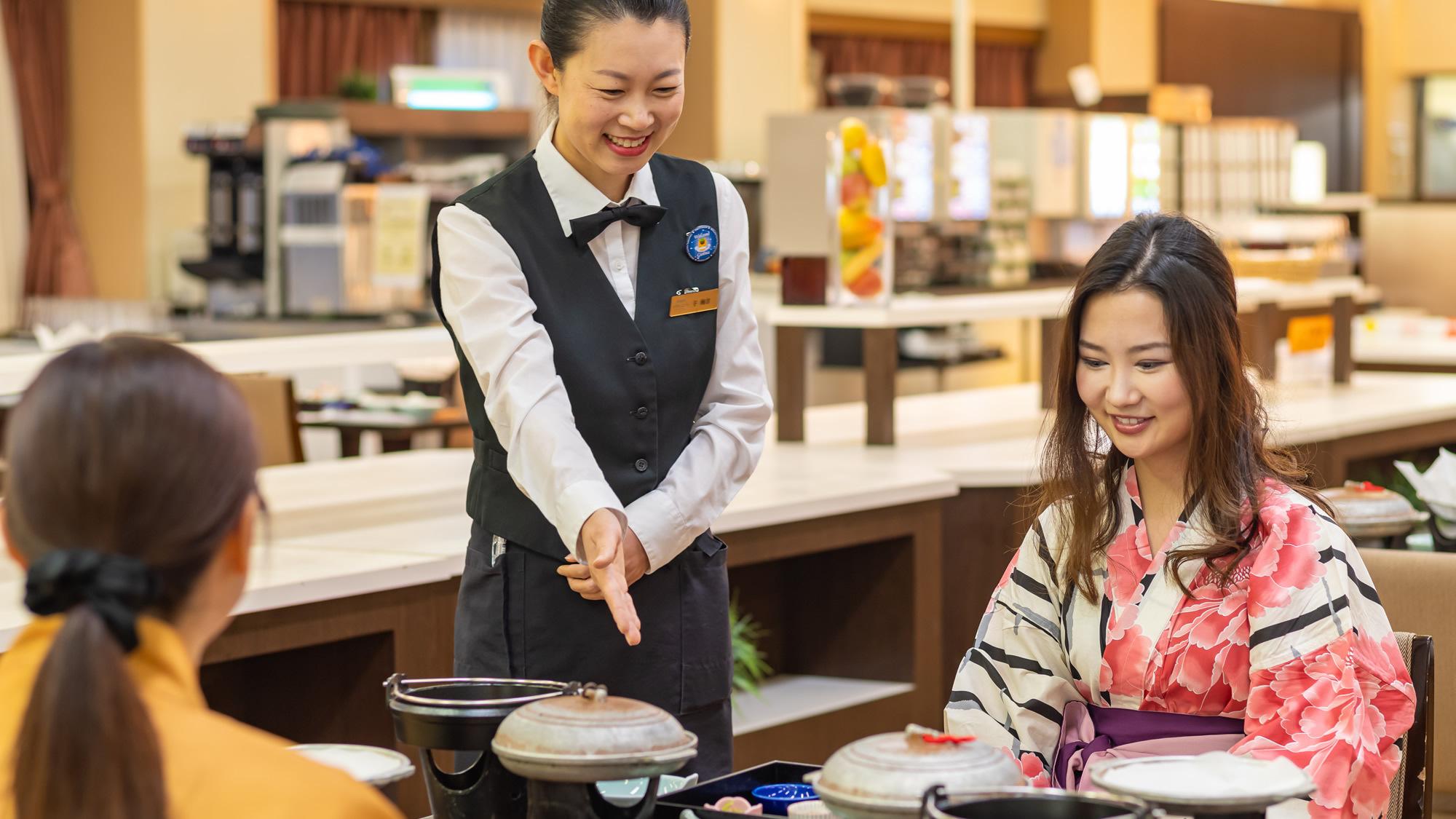 レストランにてごゆっくりお食事をお楽しみください
