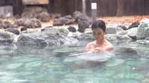 【福の湯(女湯)露天風呂】自然たっぷりの景色をご堪能ください
