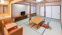 【和室10畳】明るい日差し差込む窓から、草津の四季をお楽しみください