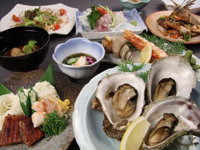 蒸し焼きの岩牡蠣付夏会席の例