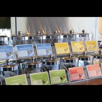 ビュッフェスタイル朝食 定番からフレーバーティーまで多数のお茶をお楽しみいただけます。