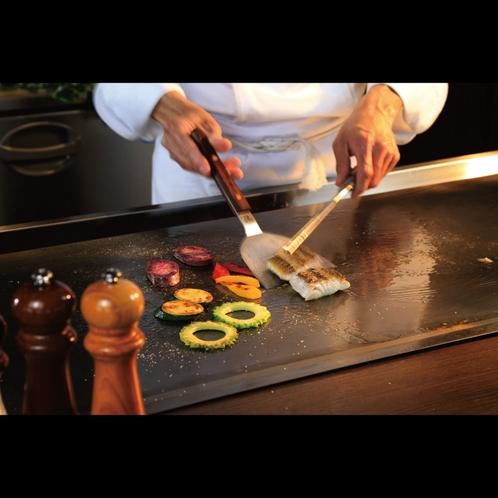 鉄板ビュッフェ「てぃーだ」 フードライブコーナーではシェフが調理いたします。