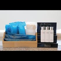 客室アメニティ 「MIKIMOTO COSMETICS」のシャンプー・リンス・ボディソープをご用意。