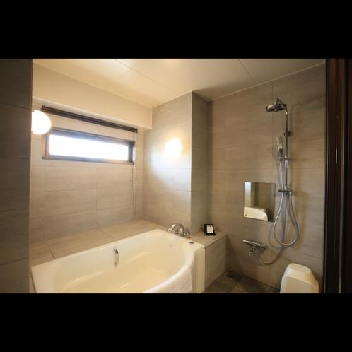 ガーデンビューデラックス 洗い場を備えた広いバスルームは疲れを癒す心地よい空間です。