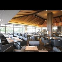 朝食をお召し上がりいただくレストラン会場 室内72席、テラス60席ございます。