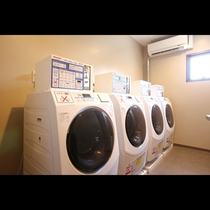 コインランドリー(有料)もございます。急に洗濯がしたくなっても大丈夫!