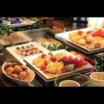 鉄板ビュッフェ「てぃーだ」 日替わりのデザートはフルーツからケーキまで種類がございます。