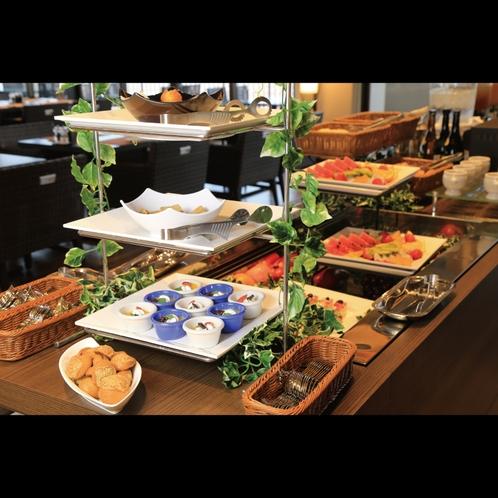 鉄板ビュッフェ「てぃーだ」 フルーツやケーキなどデザート類も充実したハーフビュッフェ。