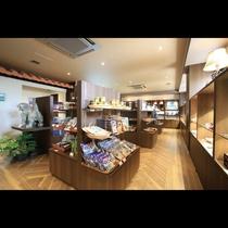 売店「南風(ぱいかじ)」 石垣島ならではの品を多数取り揃えております。