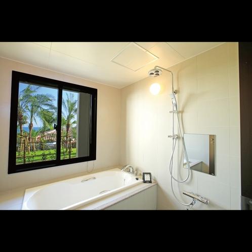スーペリアテラス ガーデンビュー 緑あふれる中庭を見ながらご入浴いただけるバスルーム