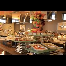 鉄板ビュッフェ「てぃーだ」 カプレーゼや沖縄の伝統料理スーチカ―などの冷製メニューもおススメです。
