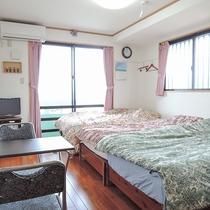 *客室一例/フローリングの洋室にベッド3台まで対応できます。※4名様の場合は畳に布団となります。