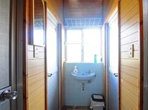 【ペンション】共同手洗い洗面台(トイレ側)