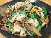 【手作り夕食一例】≪島野菜チャンプルー≫季節によって提供に変動がございます。