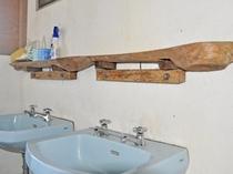 【ペンション】共同手洗い洗面台(キッチン側)